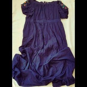 Embroidered sleeve dress by Eshakti